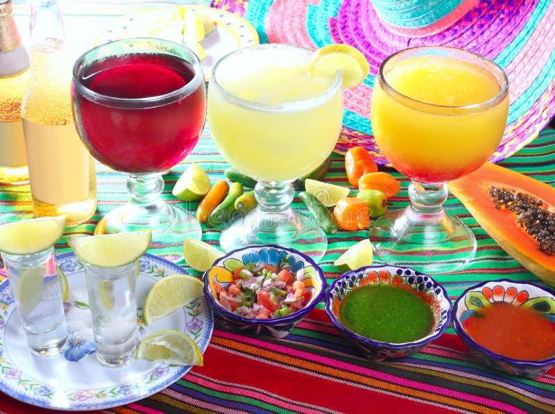 Het geslacht van Margarita op het biertequila van de strandcocktail royalty-vrije stock afbeeldingen