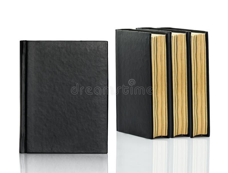Het gesloten zwarte boek legt op witte achtergrond stock fotografie