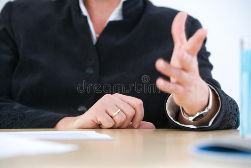 Het gesticuleren op vergadering stock afbeeldingen