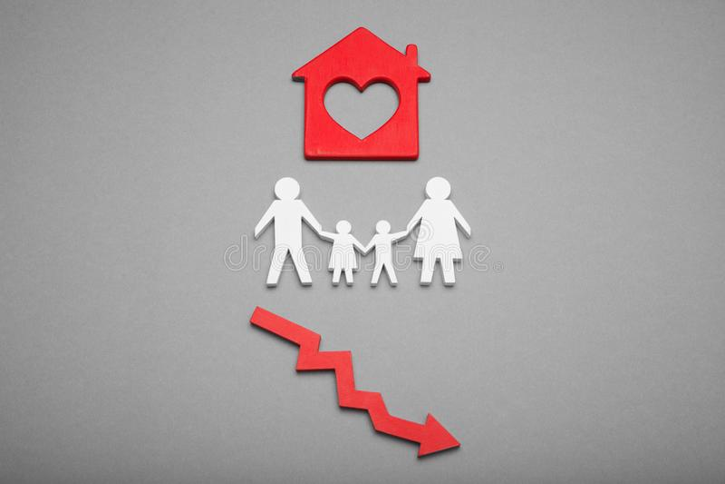 Het gevaar van de huisstichting, onstabiele financiënsaldo en daling Lage de bouwactiva royalty-vrije stock foto