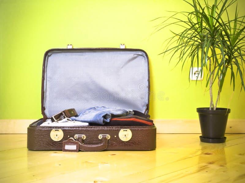 Het geval van de reis klaar te reizen stock foto's