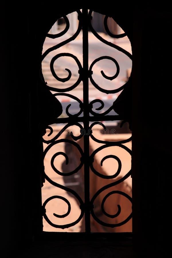 Het gevormde venster van Arabesque sleutelgat stock foto