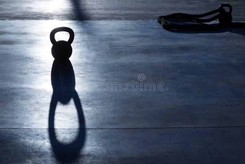 Het gewicht van Crossfitkettlebell backlight en schaduw royalty-vrije stock foto's