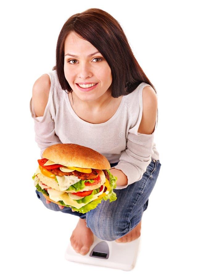 Het gewichtsverlies van het meisje op schalen stock foto's