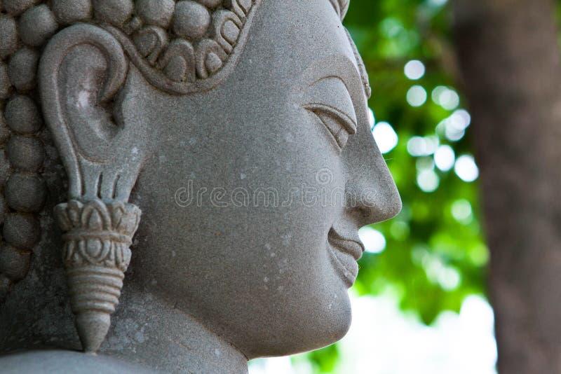 Het gezicht van Boedha dat in steen wordt gesneden. royalty-vrije stock afbeeldingen