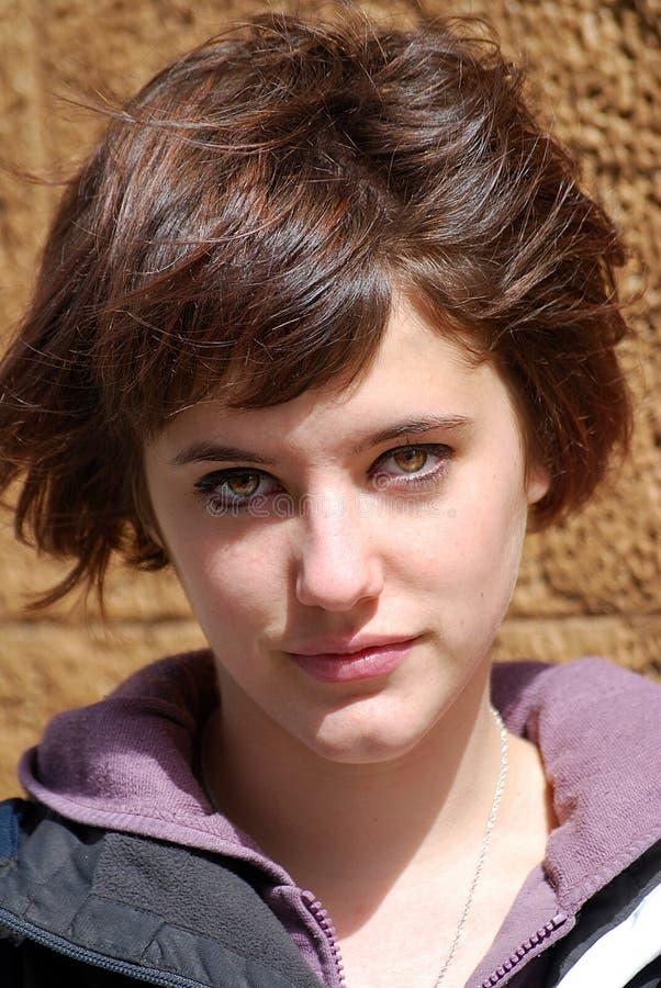 Het gezicht van de jonge vrouw stock afbeeldingen