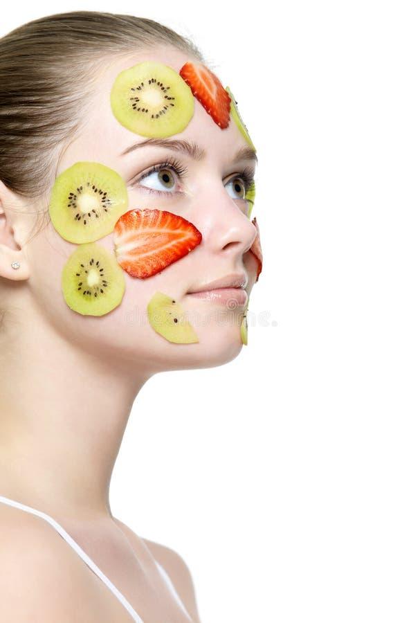 Het gezicht van het meisje met fruitmasker royalty-vrije stock afbeeldingen