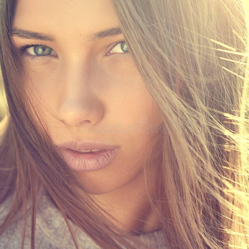 Het gezichts dichte omhooggaand van het schoonheidsmeisje stock afbeelding