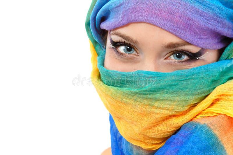 Het gezichtsclose-up van de vrouw met sjaal stock foto