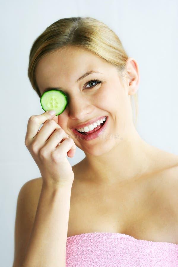 Het gezichtsmasker van de komkommer stock foto