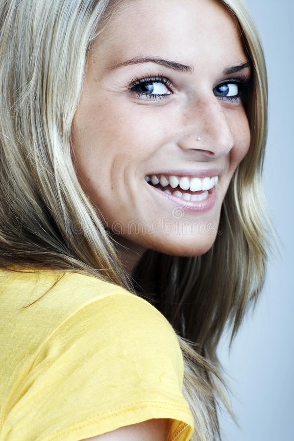Het gezichtsportret van de close-upschoonheid van een blonde vrouw royalty-vrije stock foto's