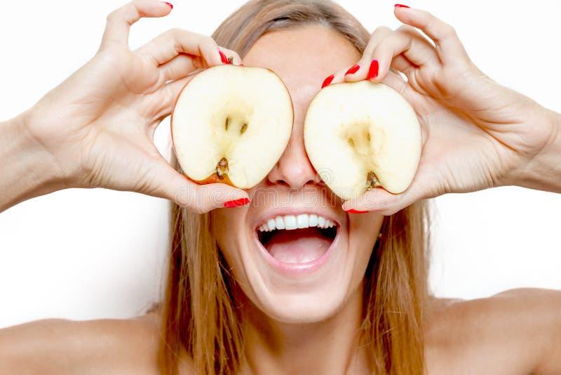 Het gezichtsportret van de schoonheidsvrouw met appel royalty-vrije stock afbeeldingen