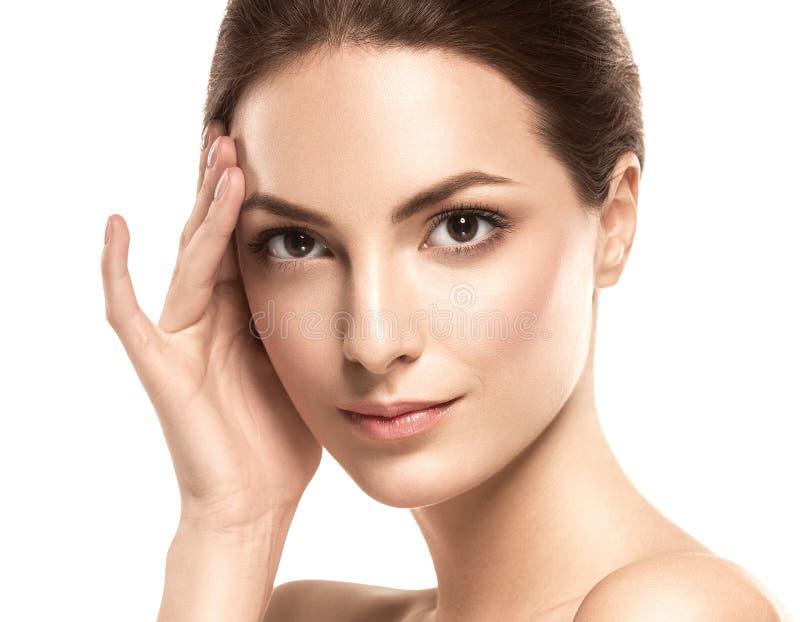Het gezichtsportret van de schoonheidsvrouw Mooi modelGirl met Perfecte Verse Schone Huid royalty-vrije stock foto's
