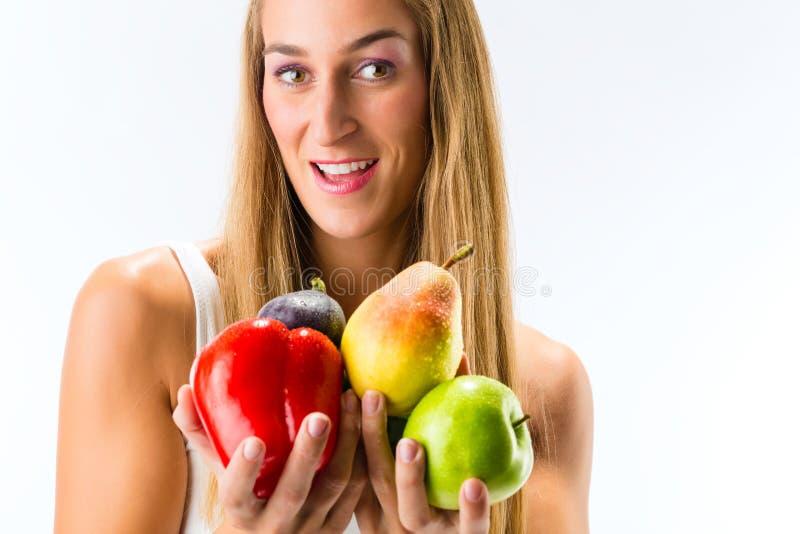 Het gezonde eten, vrouw met vruchten en groenten stock afbeeldingen