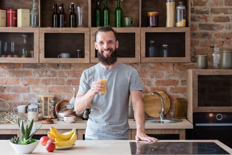 Het gezonde glas van de het ontbijtmens van het voedsel verse vruchtensap stock fotografie