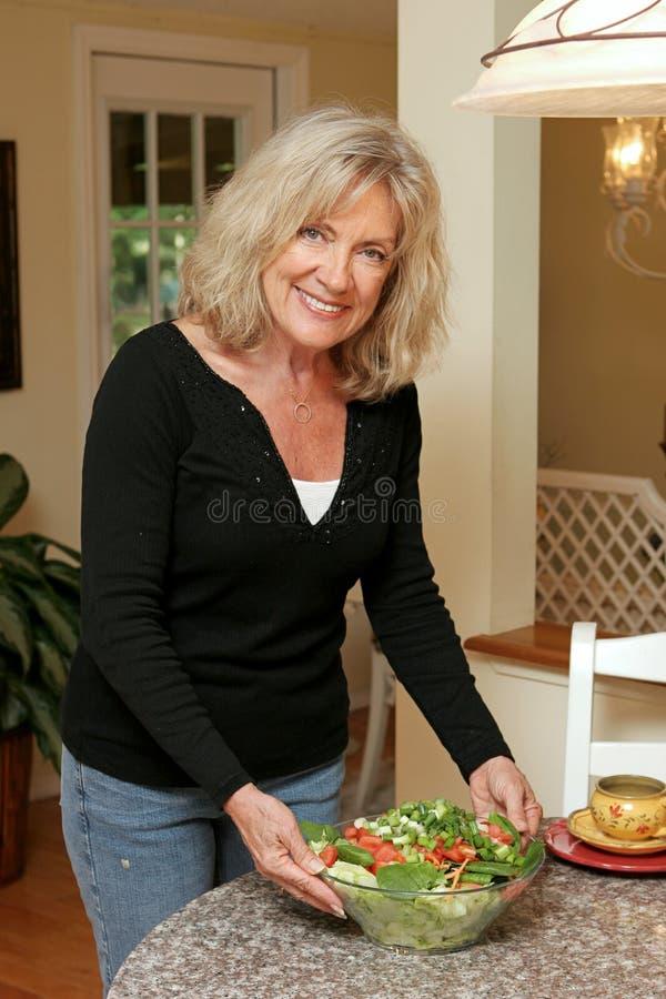 Het gezonde Leven - Dienende Salade stock foto's