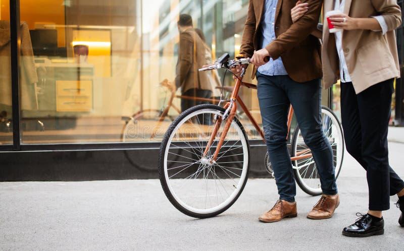 Het gezonde leven, mobiliteit, fietsconcept Beste niet verontreinigende ecologische transportmiddelen royalty-vrije stock fotografie