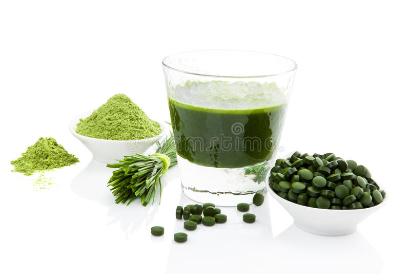 Het gezonde leven. Spirulina, chlorella en wheatgrass. royalty-vrije stock foto's