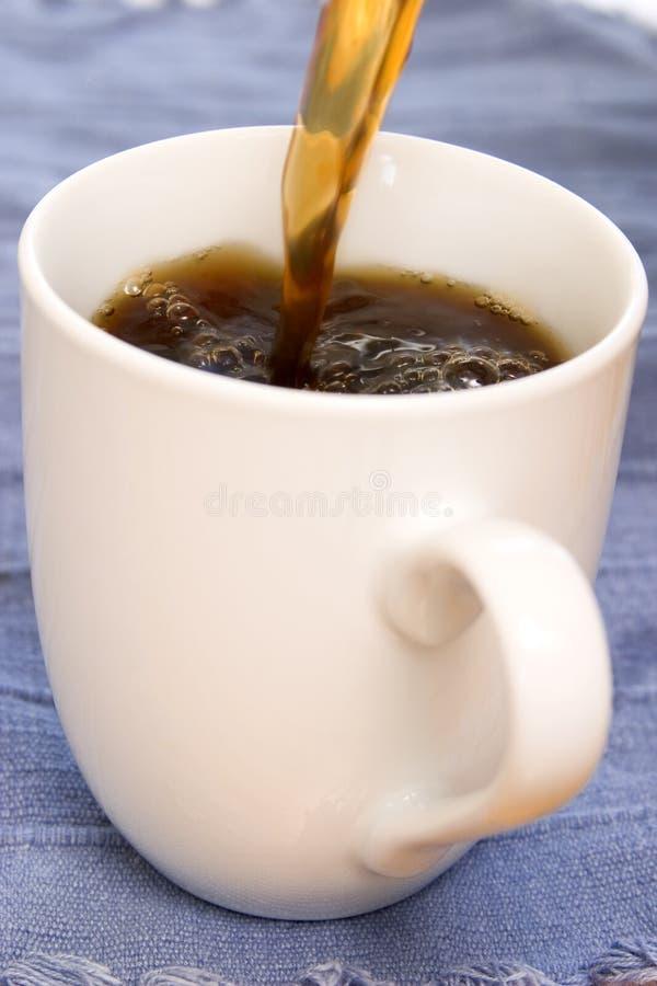 Het Gieten van de koffie royalty-vrije stock foto's