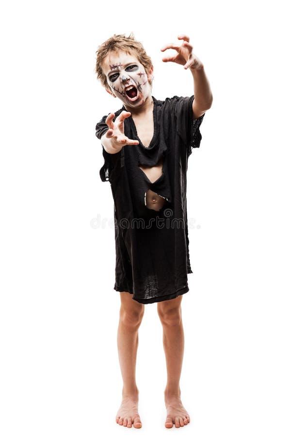 Het gillen het lopen dood van de jongenshalloween van het zombiekind de verschrikkingskostuum stock foto