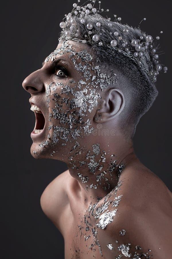 Het gillen het Portret van de Mensenfantasie Zilveren lichaamsart. Koning van nacht royalty-vrije stock afbeeldingen