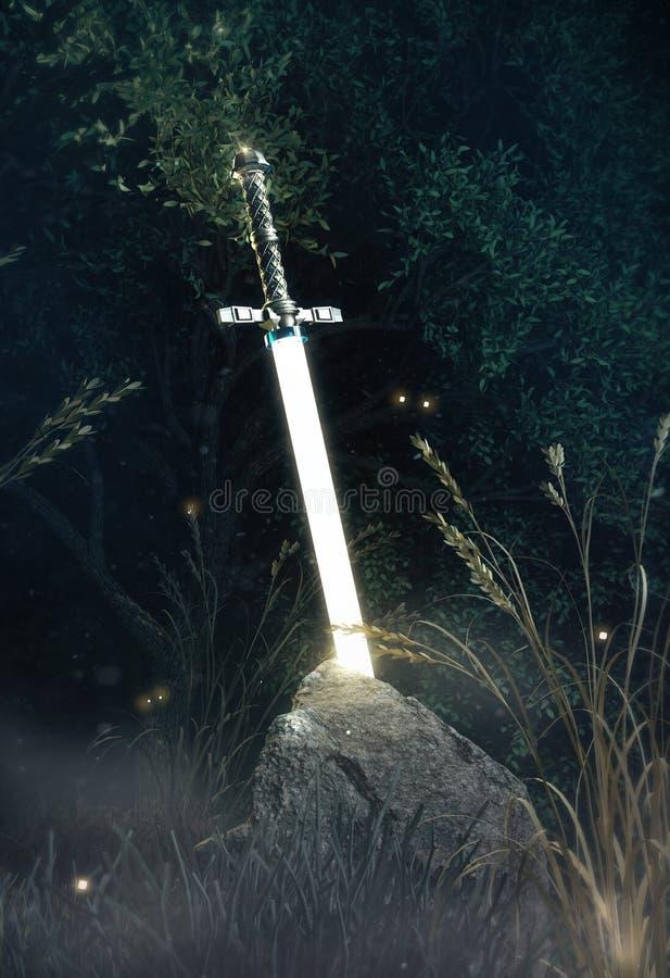 Het glanzen in de donkere zwaard excalibur Koning Arthur dat in de rotssteen wordt geplakt in geheimzinnig bos geeft terug metafo stock afbeelding