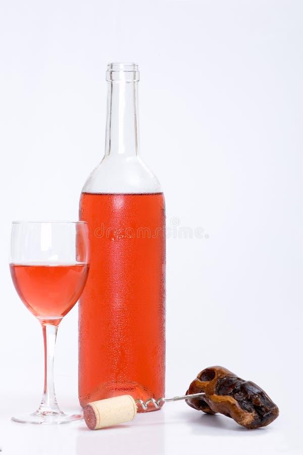 Het glas en de fles rood of namen wijn toe royalty-vrije stock foto's