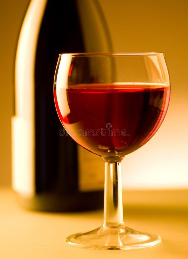 Het glas en de fles van de wijn royalty-vrije stock afbeeldingen