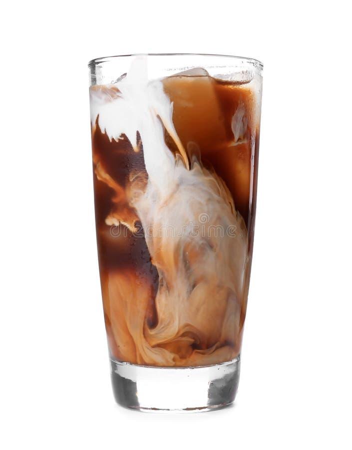 Het glas met koude brouwt koffie en melk stock fotografie