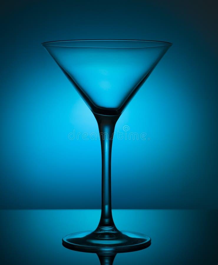 Het glas van de glascocktail met licht wordt geschetst dat royalty-vrije stock afbeeldingen