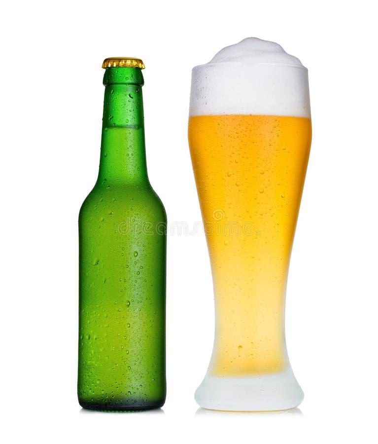 Het glas van de pint van bier en fles in dauw royalty-vrije stock afbeelding