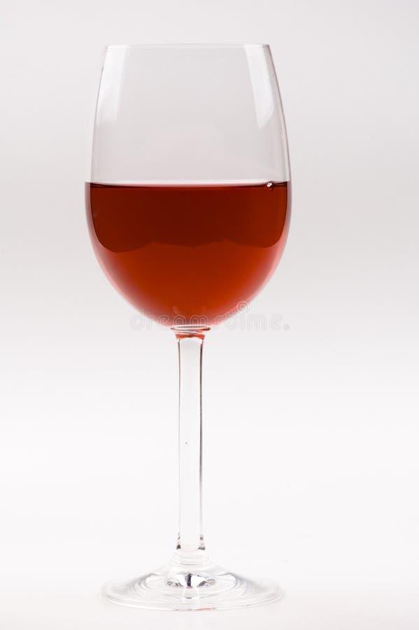 Het glas van de wijn met rode wijn die op wit wordt geïsoleerdh. stock foto's
