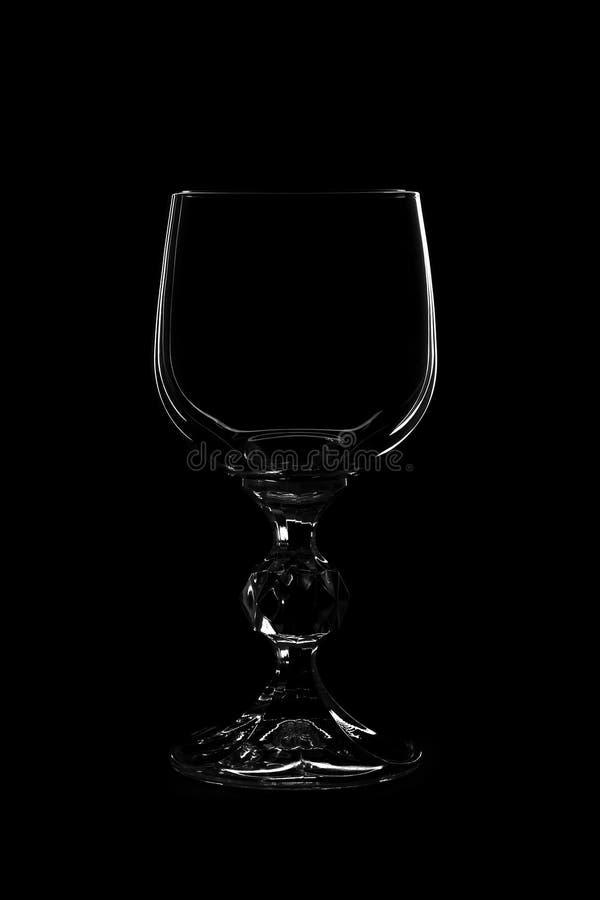 Het glas van de wijn op zwarte achtergrond stock foto