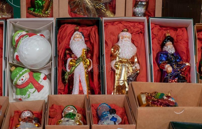Het glasballen van het ?hristmas decoratieve beeldje voor verkoop bij de ambachtsmarkt royalty-vrije stock foto's