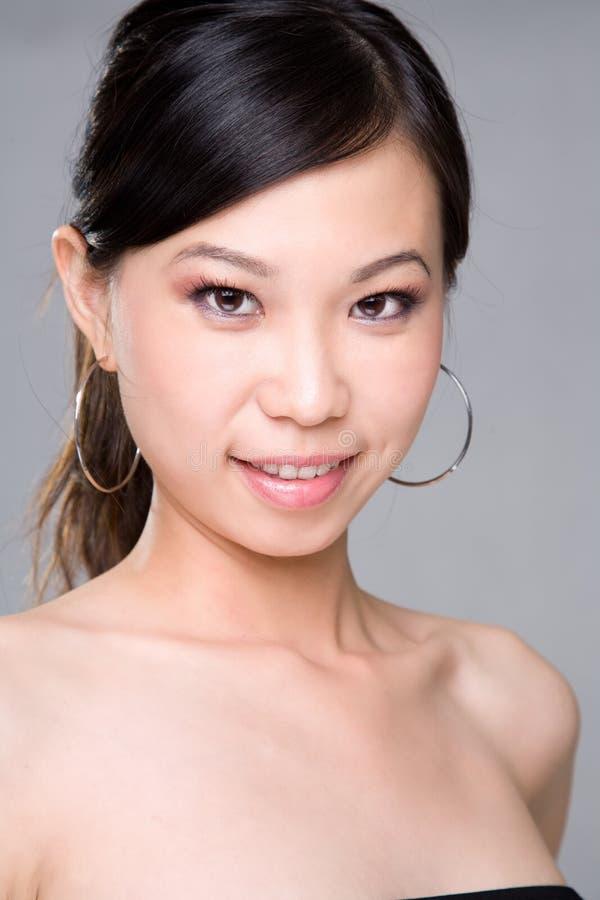 Het glimlachen Aziatische schoonheid stock afbeelding