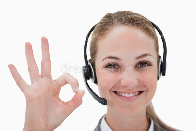 Het glimlachen call centreagent het goedkeuren stock fotografie