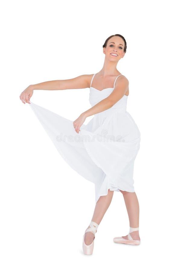 Het glimlachen het jonge balletdanser stellen royalty-vrije stock foto's
