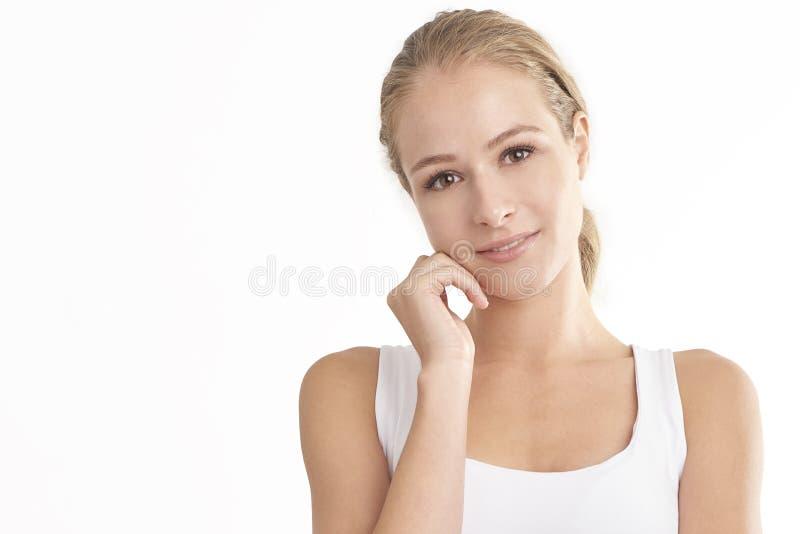 Het glimlachen jong vrouwenportret met mooi gezicht stock afbeeldingen