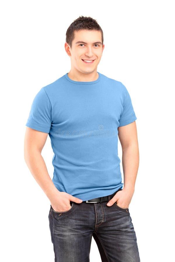 Het glimlachen jonge mens dient het stellen met zakken in stock afbeelding