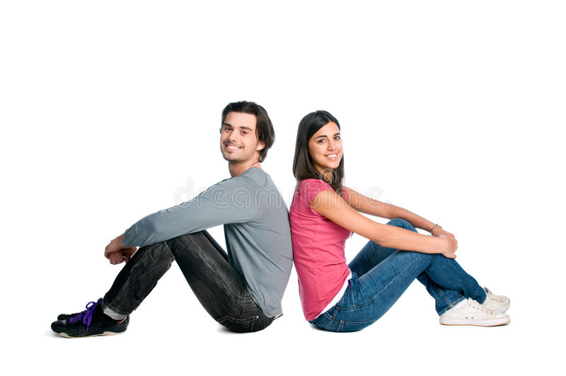 Het glimlachen jonge paarzitting samen royalty-vrije stock foto
