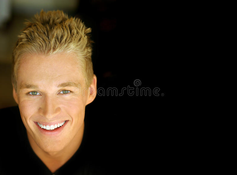 Het glimlachen mannelijk model stock foto