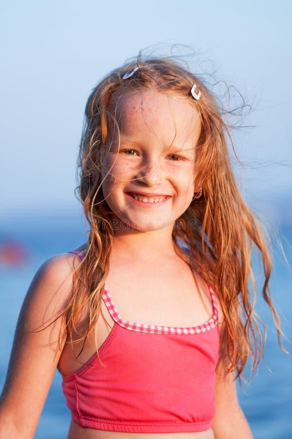 Het glimlachen meisjesportret royalty-vrije stock afbeelding