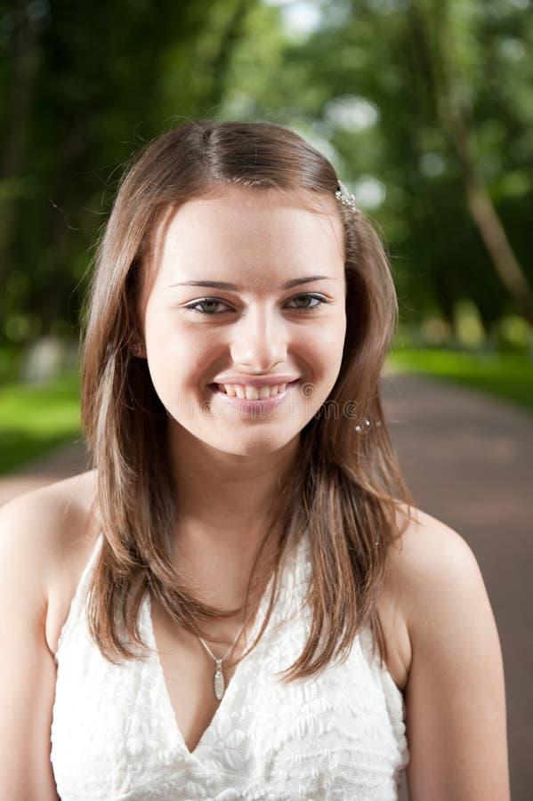 Het glimlachen meisjesportret royalty-vrije stock foto's