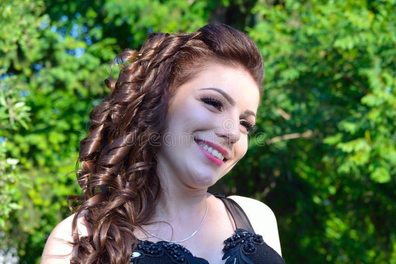 Het glimlachen mooi meisjesportret stock foto