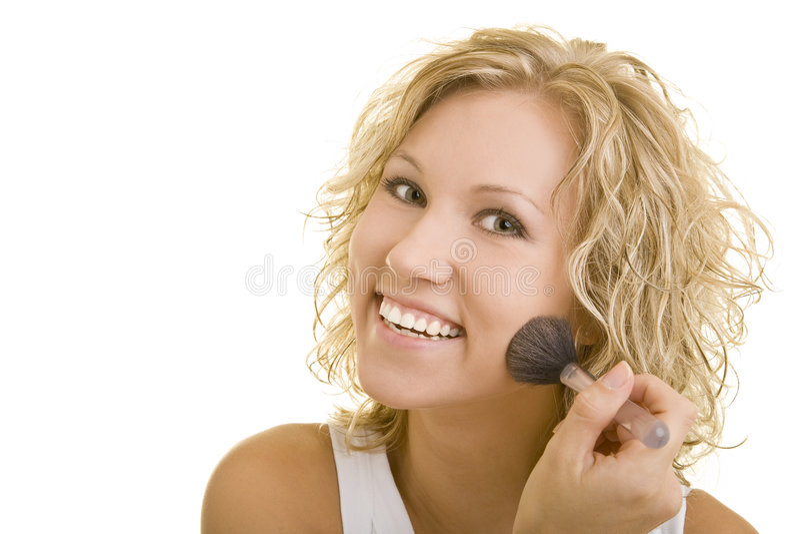 Het glimlachen terwijl zich het poederen stock foto's