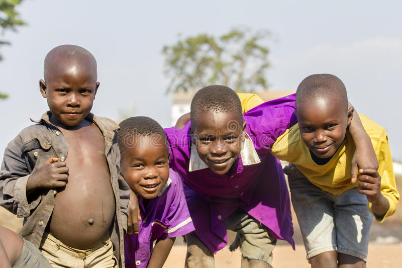 Het glimlachen van Afrikaanse jonge geitjes van Oeganda royalty-vrije stock afbeeldingen