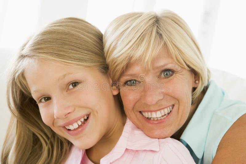 Het glimlachen van de grootmoeder en van de kleindochter royalty-vrije stock fotografie