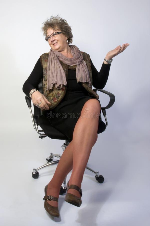 Het Glimlachen van de Vrouw van de middenLeeftijd stock foto's