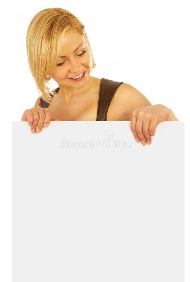 Het glimlachen van het meisje met een banner stock foto's