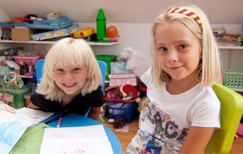 Het glimlachen van meisjes stock fotografie